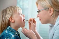 Cách chăm sóc trẻ hay bị viêm amidan đúng cách