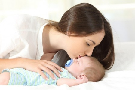 Phương pháp luyện ngủ cho bé bế lên đặt xuống bạn đã biết chưa?