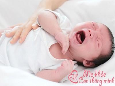 Mẹo hay khắc phục mọi tình trạng vặn mình ở trẻ sơ sinh
