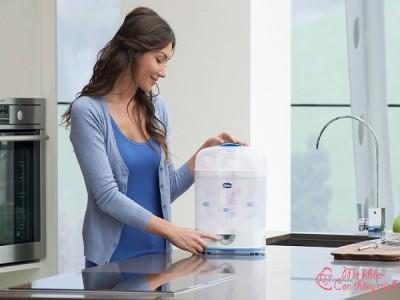 Mách mẹ cách sử dụng máy tiệt trùng bình sữa an toàn, sạch sẽ