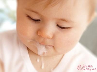 Mẹo chữa nôn trớ ở trẻ sơ sinh vừa đơn giản vừa hiệu quả 100%