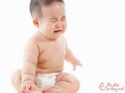 Mẹo hay giúp trẻ sơ sinh cải thiện triệu chứng sôi bụng xì hơi