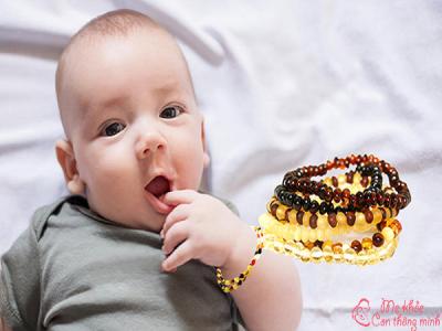 Những lợi ích tuyệt vời khi đeo vòng hổ phách cho bé