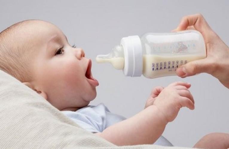 """""""Sữa mẹ khác"""" cho con mình? Những kiến thức bạn cần biết"""