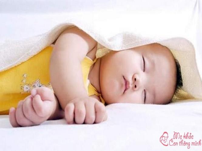 Biện pháp xử lý tình trạng đổ mồ hôi trộm ở trẻ sơ sinh