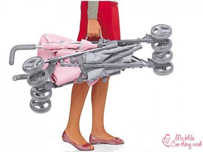 Hướng dẫn các mẹ cách gập mở và vệ sinh xe đẩy em bé đúng cách