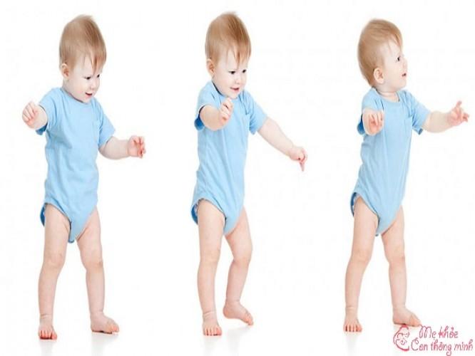 Trẻ mấy tháng biết đi? Những điều mẹ nên biết để trẻ nhanh biết đi