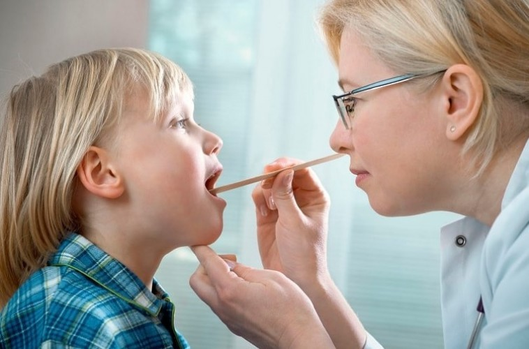 Cách chăm sóc trẻ hay bị viêm Amidan đúng cách, hiệu quả nhất