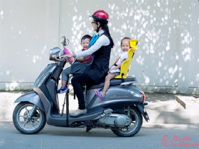 Ghế ngồi xe máy cho bé loại nào tốt? Top 5 sản phẩm tốt nhất 2021