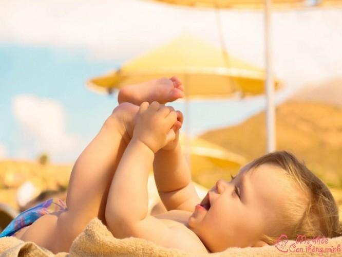 Hướng dẫn chi tiết cách tắm nắng cho trẻ sơ sinh