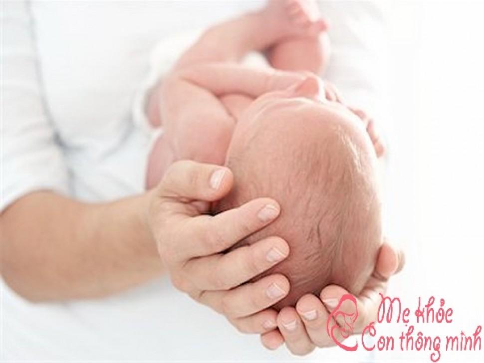 Mở khóa đầu ở trẻ sơ sinh có nguy hiểm không?