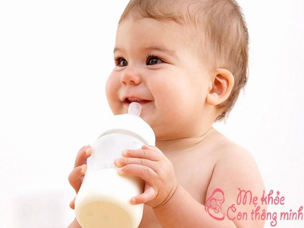 Những điều mẹ nên biết khi cho trẻ uống sữa tươi