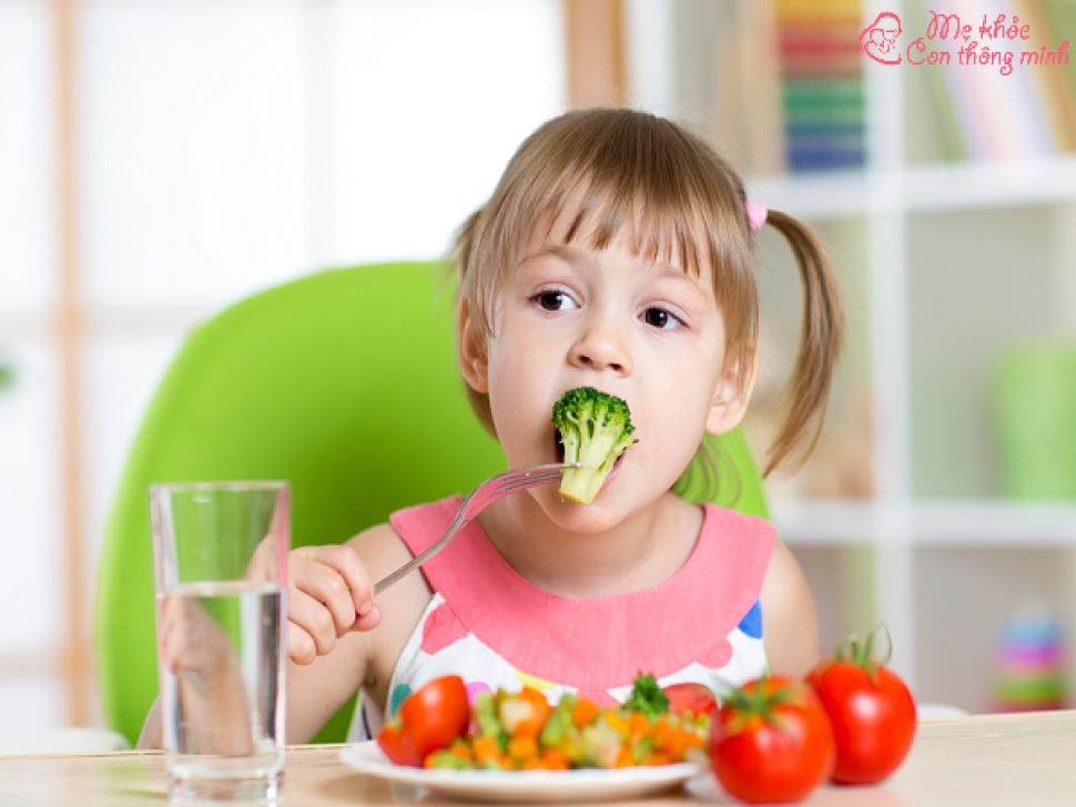 Mẫu thực đơn cho bé 2 tuổi ăn cơm, mẹ nào cũng nên biết