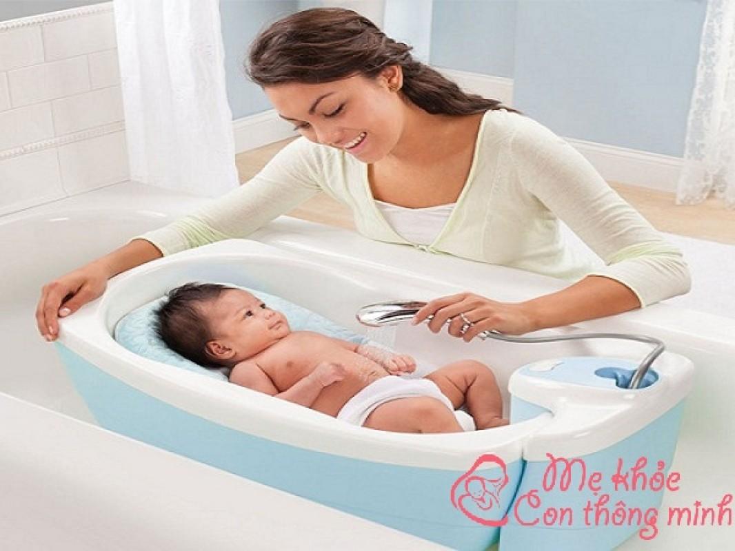 Trẻ Sơ Sinh Nên Tắm Lúc Mấy Giờ? Thời Điểm Tốt Nhất Để Tắm Cho Bé